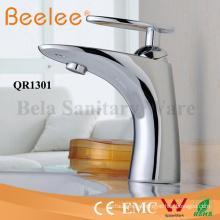 Grifo mezclador de cobre amarillo del grifo del agua del cuarto de baño del ahorro de agua del precio de China Faucet