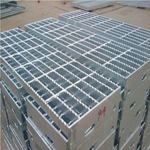 Hot Dipped Galvaniserat Serrated Steel Grating