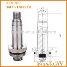 Montagem da armadura da válvula solenóide incluindo o tubo guia e o êmbolo no sistema de tubulação