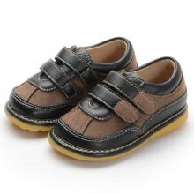 Black Brown Suede Hook & Loop Sapatos Squeaky Menino