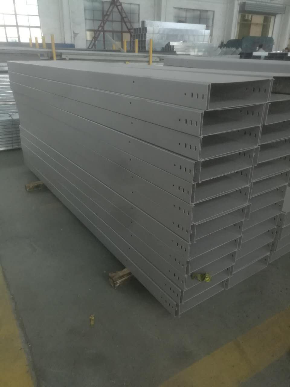 Spraying paint Cable Tray System