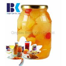 Glas gebratener gelber Pfirsich in Sirup