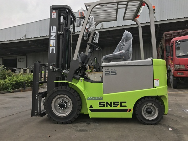 2.5t battery forklift