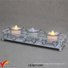 Weiße Metall-Weinlese-Teelicht-Halter mit Kristallliebes-Herzen