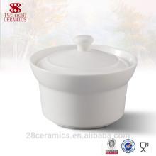 Pot de soupe en céramique blanche / soupière