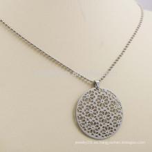 Ahuecar hacia fuera el patrón de la flor Plata plateada el collar pendiente redondo del metal