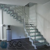 Top quality tempered glass staircase for sale