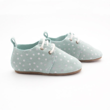Skriva vita prickar Blå Kids Oxford Shoes