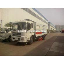 Camion balayeur de 4 * 2 DongFeng avec le balayage de route, l'aspiration de la poussière, les fonctions de pulvérisation de l'eau