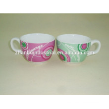 Moderna taza de café espresso de porcelana y platillo