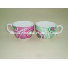 Современная фарфоровая чашка кофе эспрессо и блюдце