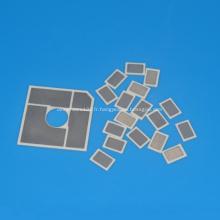 Plaque isolante en céramique métallisée de petite taille