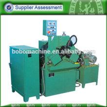 Stabfadenmaschine mit Gewinderollwerkzeug