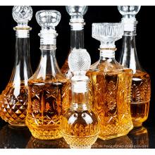 Glasflaschen leere Flaschen Weinrebe streut
