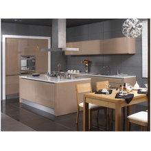 Gabinete de cocina con puerta lacada