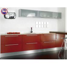 Armoires de cuisine en bois avec bordure (personnalisée)