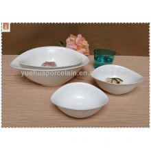 Chaque jour, un bol de porcelaine de produit nécessite une taille différente