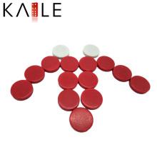 Jeu d'échecs en plastique rouge et blanc avec jeu de backgammon