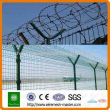 Cerca de prisión del aeropuerto cerca de alambre de púas