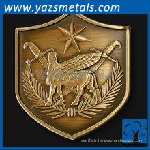 personnaliser des pièces en métal, une pièce de défi personnalisée en forme de bouclier de la Force multinationale