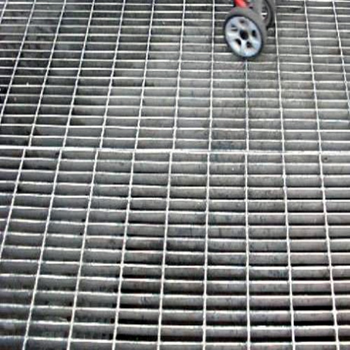 Dense steel grating floor