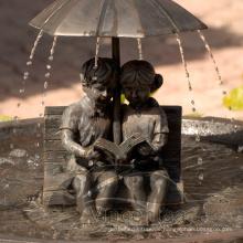 Kinder geformte Skulpturen Bronze Boy and Girl Umbrella Fountain