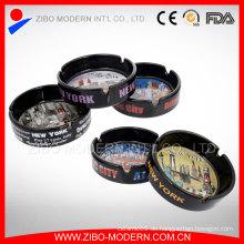 Schwarz Steinzeug Keramik Aschenbecher mit New York City Abziehbild