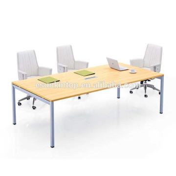 Металлический стол для переговоров