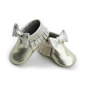 Nuevos estilos Metal Gold Bow Girls Baby Mocasines