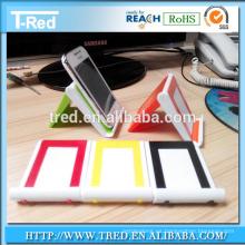 Soporte de teléfono celular de plástico con limpiador de pantalla