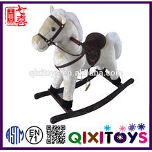 Brinquedo de cavalo de pelúcia feito sob encomenda