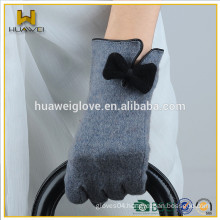 Women's 100% wool grey gloves with wool lined