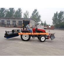 Kehrmaschine SX180 von Traktor angetrieben