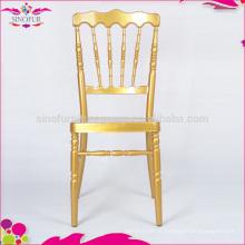 Cadeira de napoleão em cadeiras de metal