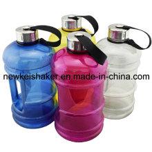 2.2L Custom Big Protein Shaker Flasche in der Turnhalle
