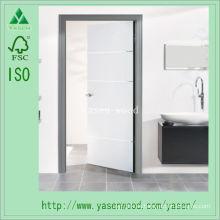 Interior blanco imprimado compuesto de puerta de madera