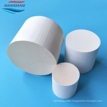 Honeycomb ceramic catalyst substrate used in Car