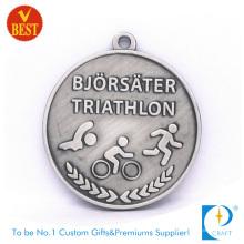 Pas cher personnalisé en alliage de zinc estampillage 3D médaille de triathlon en métal couleur
