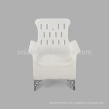Hecho en aspecto de la moda de China con las sillas plásticas al aire libre baratas del apoyabrazos en venta