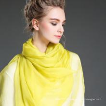 Echarpes en soie en couleur unie en été
