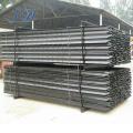 Piquete de acero en la cerca de estacas de acero
