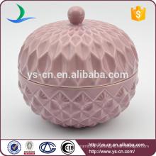 Рельефный розовый керамический контейнер с крышкой для дома