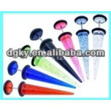 Perçage d'oreille en acier chirurgical avec de nombreux coups de couleurs