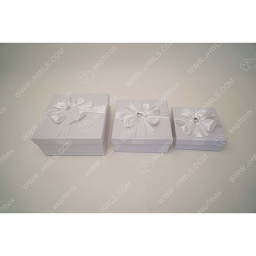 White lace cosmetics gift box