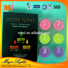 Bougies élégantes de lumière de thé de flamme de couleur dans la boîte de papier