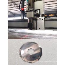 Máquina cortadora de paquetes de cartón con cuchilla oscilante.