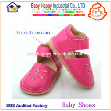 China manufacturer cheap pretty girl toddler squeaky shoes