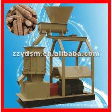 Pelota produtiva da serragem do eucalipto que faz a máquina