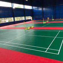 Weiche Unterlage für Badmintonplatzböden