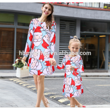 2017 nuevos diseños del vestido de la Navidad del modelo Papá Noel de los ciervos de la Navidad imprimió la mamá y yo que emparejaban la ropa vestido de la madre y del niño
